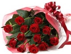 Bitlis anneler günü çiçek yolla  10 adet kipkirmizi güllerden buket tanzimi