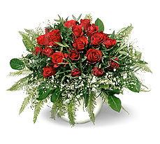 Bitlis 14 şubat sevgililer günü çiçek  mika yada cam vazoda 11 adet kirmizi gül