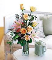 Bitlis çiçek , çiçekçi , çiçekçilik  cam yada mika vazo içerisinde gül kazablanka