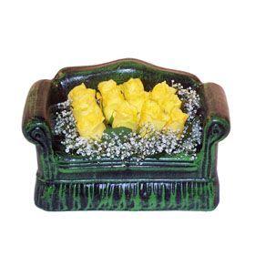 Seramik koltuk 12 sari gül   Bitlis ucuz çiçek gönder
