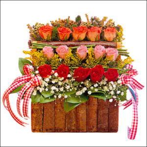 sandikta 3 kat güllerden   Bitlis cicekciler , cicek siparisi