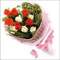 5 kirmizi 5 beyaz güllerden   Bitlis online çiçek gönderme sipariş