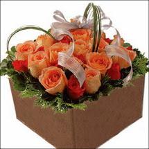 kare sandikta 11 gülllerden   Bitlis çiçekçi mağazası