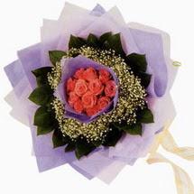 12 adet gül ve elyaflardan   Bitlis çiçekçi mağazası