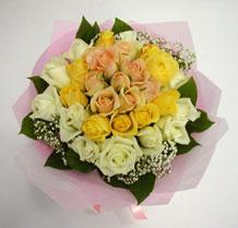 sari ve beyaz gül karisimda   Bitlis çiçek , çiçekçi , çiçekçilik