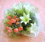 Bitlis çiçek yolla  lilyum ve 7 adet gül buket