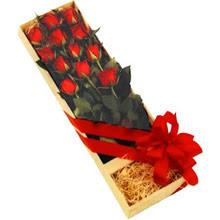 kutuda 12 adet kirmizi gül   Bitlis çiçek yolla