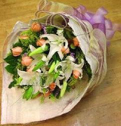 Bitlis internetten çiçek satışı  11 ADET GÜL VE 1 ADET KAZABLANKA