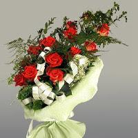 Bitlis ucuz çiçek gönder  11 adet kirmizi gül buketi sade haldedir