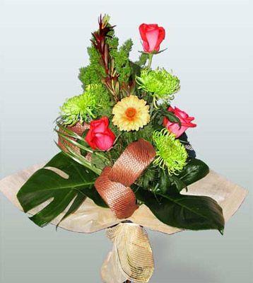 Bitlis ucuz çiçek gönder  3 adet gül 4 adet gerbera çiçegi sade buket