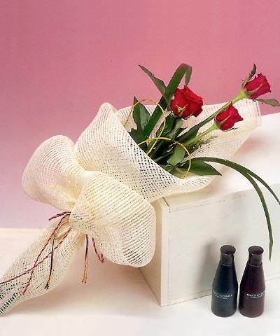 3 adet kalite gül sade ve sik halde bir tanzim  Bitlis internetten çiçek siparişi