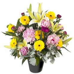 karisik mevsim çiçeklerinden vazo tanzimi  Bitlis uluslararası çiçek gönderme