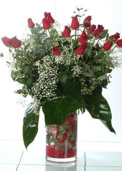 Bitlis güvenli kaliteli hızlı çiçek  11 adet kirmizi gül ve cam yada mika vazo tanzim