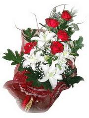 Bitlis kaliteli taze ve ucuz çiçekler  5 adet kirmizi gül 1 adet kazablanka çiçegi buketi