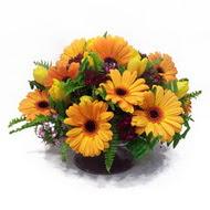 gerbera ve kir çiçek masa aranjmani  Bitlis çiçek siparişi vermek