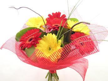 9 adet gerbera çiçeklerinden buket  Bitlis çiçek satışı