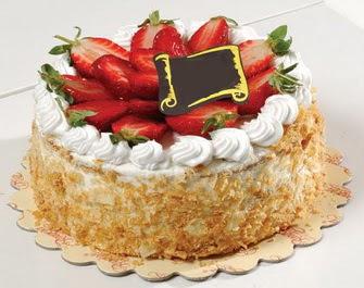 uygun pastaneler 4 ile 6 kisilik çilekli yas pasta lezzetli  Bitlis çiçek siparişi vermek