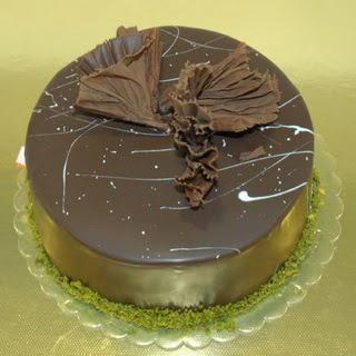 pastaci ustamizdan 4 ile 6 kisilik fistikli çikolatali yaspasta  Bitlis çiçek servisi , çiçekçi adresleri