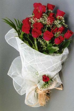 10 adet kirmizi güllerden buket çiçegi  Bitlis yurtiçi ve yurtdışı çiçek siparişi