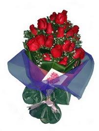12 adet kirmizi gül buketi  Bitlis online çiçek gönderme sipariş