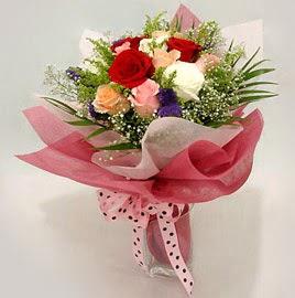 Karisik renklerde 11 adet gül buketi  Bitlis çiçek gönderme