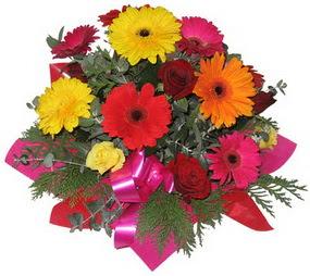 Karisik mevsim çiçeklerinden buket  Bitlis hediye sevgilime hediye çiçek