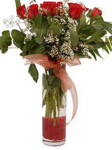 Bitlis uluslararası çiçek gönderme  11 adet kirmizi gül vazo çiçegi