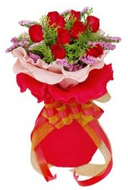Bitlis cicekciler , cicek siparisi  8 Adet kirmizi güllerden buket tanzimi