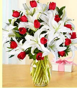 Bitlis çiçek siparişi sitesi  3 kazablanka 10 kırmızı gül vazosu