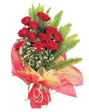 Bitlis İnternetten çiçek siparişi  11 adet kırmızı güllerden buket modeli