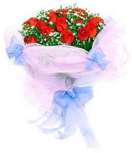 Bitlis çiçek siparişi sitesi  11 adet kırmızı güllerden buket modeli