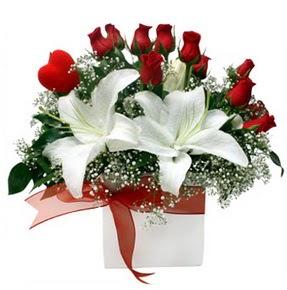 Bitlis çiçekçi mağazası  1 dal kazablanka 11 adet kırmızı gül vazosu