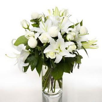 Bitlis çiçek gönderme sitemiz güvenlidir  1 dal cazablanca 7 adet beyaz gül vazosu