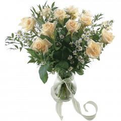Vazoda 8 adet beyaz gül  Bitlis 14 şubat sevgililer günü çiçek