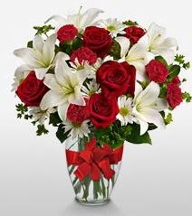 Eşsiz vazo tanzimi güller kazablankalar  Bitlis online çiçek gönderme sipariş