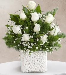 9 beyaz gül vazosu  Bitlis çiçek satışı