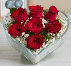 Kalp içerisinde 7 adet kırmızı gül  Bitlis çiçek gönderme sitemiz güvenlidir