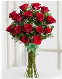 Cam vazo içerisinde 11 kırmızı gül vazosu  Bitlis anneler günü çiçek yolla