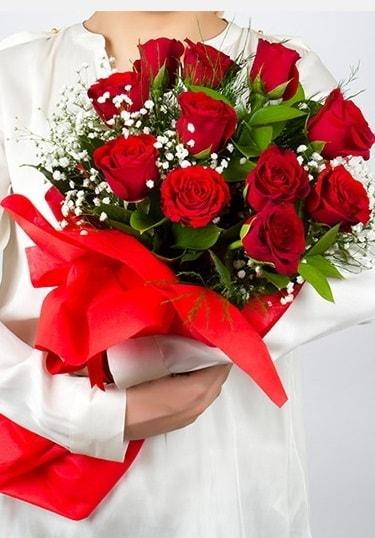 Aşk Gülleri 11 Adet kırmızı gül buketi  Bitlis çiçekçi telefonları