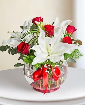 Fanus Vazoda 2 Lilyum ve 5 Gül Dansı  Bitlis çiçek gönderme