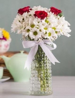 Papatya Ve Güllerin Uyumu camda  Bitlis çiçek gönderme sitemiz güvenlidir
