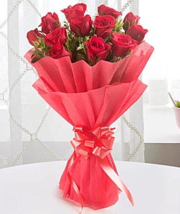 12 adet kırmızı gülden modern buket  Bitlis çiçek yolla