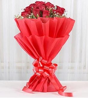 12 adet kırmızı gül buketi  Bitlis hediye çiçek yolla